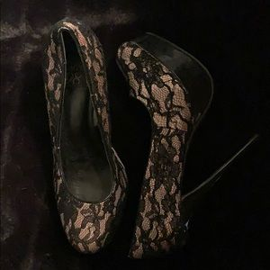 Lace Black and Tan pumps